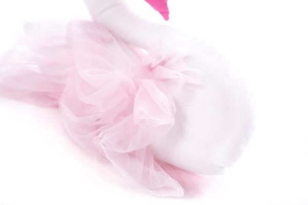 knuffel zwaan met een tule rok en een kroontje