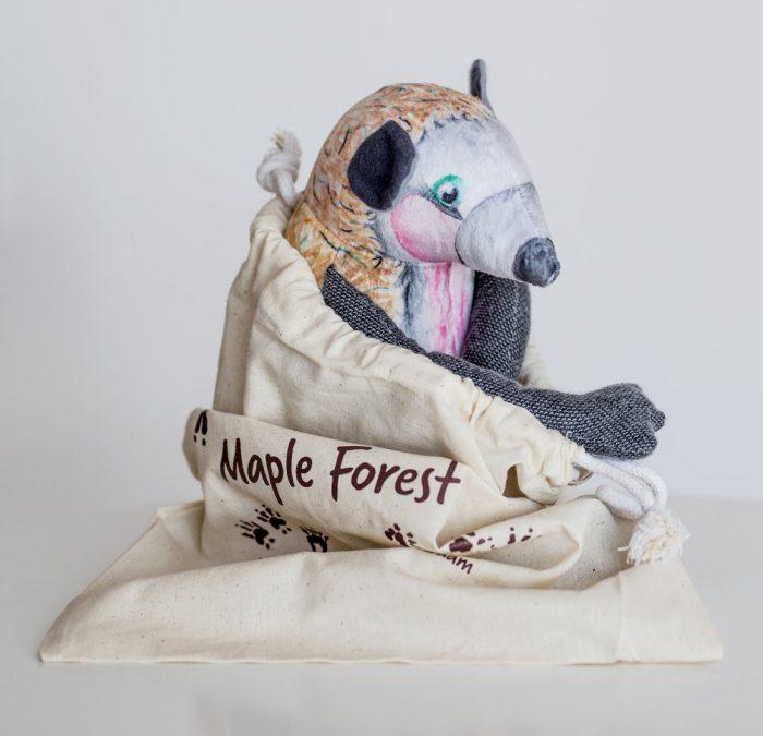 egel knuffel hand gemaakt van eco vriendelijk materiaal en super zacht maple forest